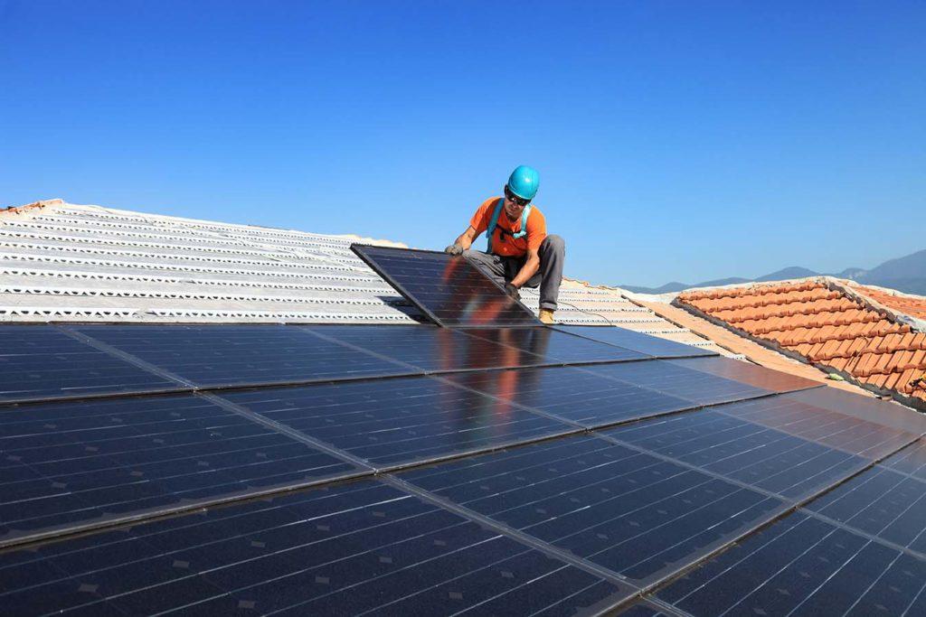 Quel est le coût d'un déménagement de panneaux solaires ? - Luminus.