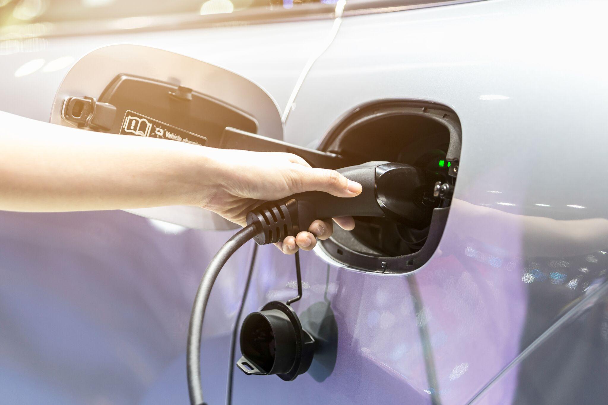 Hoe Kan Ik Mijn Plug In Hybride Of Elektrische Wagen Thuis Opladen