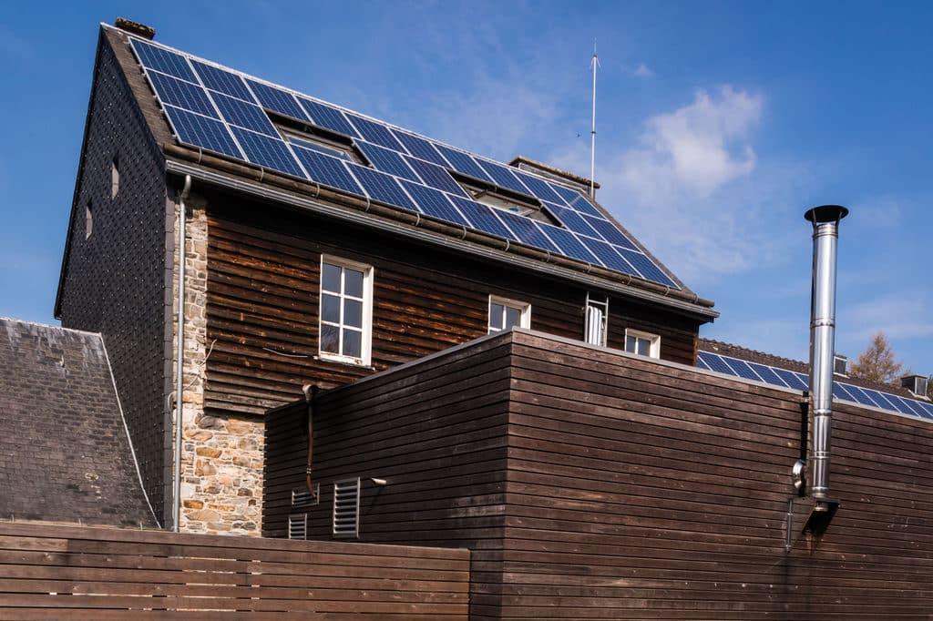 Haus Ternell créateurs de différence - panneaux solaires sur le toit